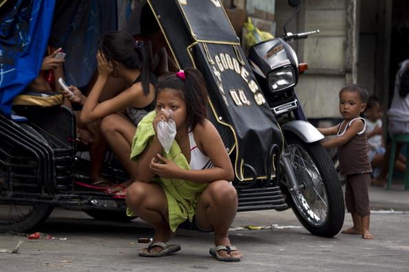 Slum「Overpopulation and Underemployment: Faces of Poverty in Manila」:写真・画像(5)[壁紙.com]