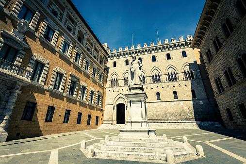 Duomo Di Siena「Palazzo Salimbeni in Siena, Italy」:スマホ壁紙(1)