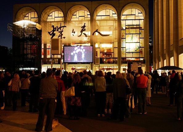 Lincoln Center「Metropolitan Opera 2006-2007 Season Opens At Lincoln Center」:写真・画像(17)[壁紙.com]