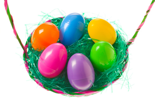 Easter Basket「Colourful plastic eggs in easter basket on white background, close-up」:スマホ壁紙(17)