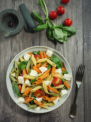 Vegetables「カラフルなペンネ パスタ モッツアレラ チーズのサラダ」:スマホ壁紙(11)