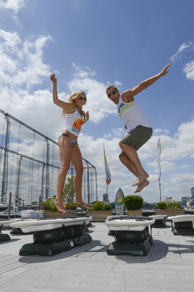 "Larry Busacca「Kellan Lutz & Katrina Bowden Host Op's ""Surf for Life"" Event」:写真・画像(7)[壁紙.com]"