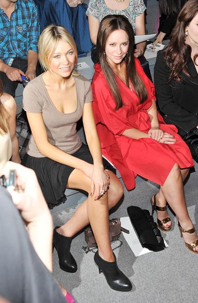 Sleeved Dress「Max Azria - Front Row - Fall 2011 Mercedes-Benz Fashion Week」:写真・画像(12)[壁紙.com]