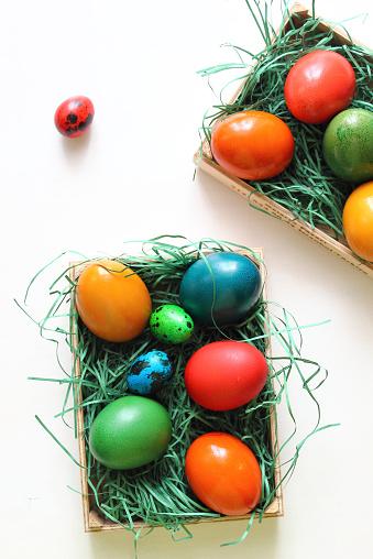 イースター「Multicolored Easter eggs on artificial grass in boxes」:スマホ壁紙(18)