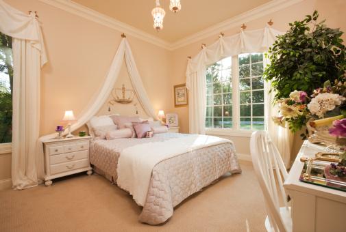 Royalty「Lovely queen themed bedroom in residential home.」:スマホ壁紙(9)