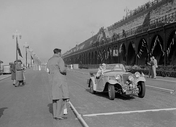 Sport「Singer Nine sports of CE Cole at the RAC Rally, Madeira Drive, Brighton, 1939」:写真・画像(7)[壁紙.com]