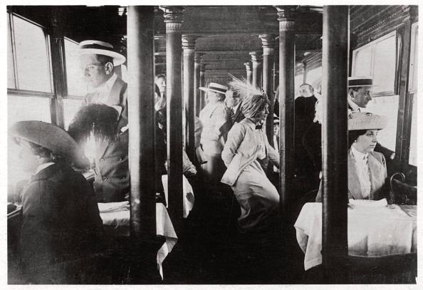 Passenger Cabin「Film company on board Zeppelin LZ13 'Hansa', c1912-1914 (1933).」:写真・画像(7)[壁紙.com]
