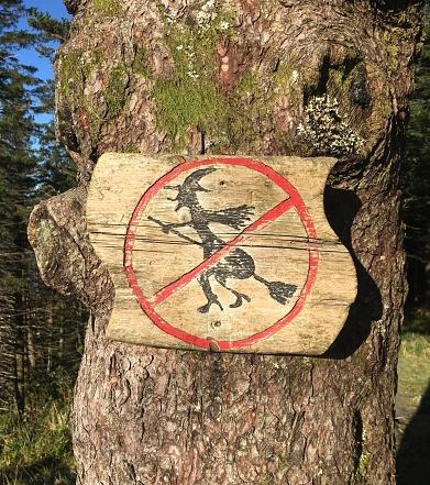 魔女「Witch no fly zone sign Bergen Norway」:スマホ壁紙(14)