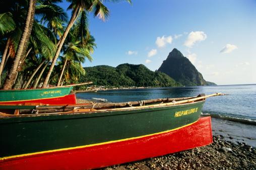 Soufriere「St Lucia, Soufriere, Petit Piton, fishing boats on beach」:スマホ壁紙(6)