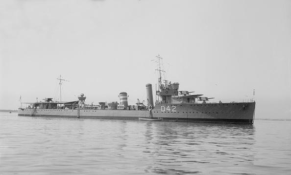 Passenger Craft「The Destroyer Hms Windsor At Anchor」:写真・画像(2)[壁紙.com]