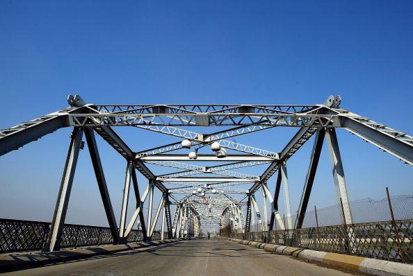 Baghdad「Suicide Truck Bomb Kills 10 And Destroys Busy al-Sarafiya Bridge In Baghdad」:写真・画像(13)[壁紙.com]