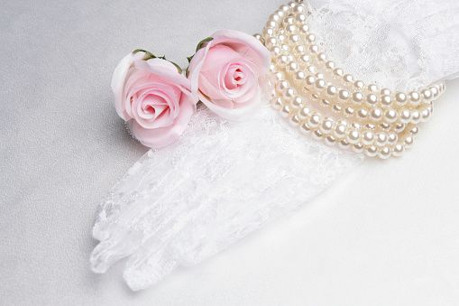 Protective Glove「Bridal lace glove, pearls and roses」:スマホ壁紙(6)