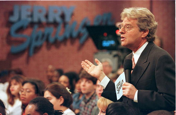 テレビ番組「Jerry Springer Speaks To Guests During His Show December 17 1998 The Show Which Features Violent O」:写真・画像(1)[壁紙.com]