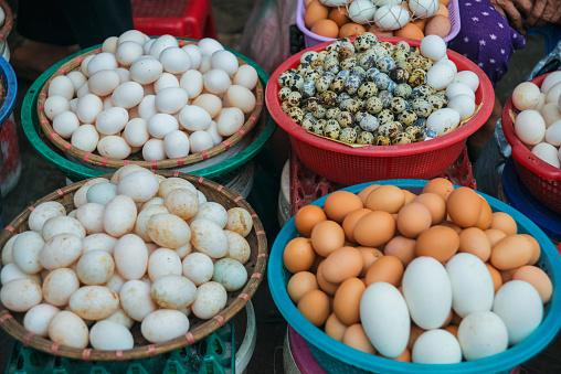 Market Stall「Variety of eggs for sale on the street」:スマホ壁紙(3)