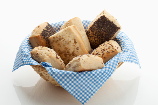 Bun - Bread「Variety of multi grain rolls in basket on white background」:スマホ壁紙(4)