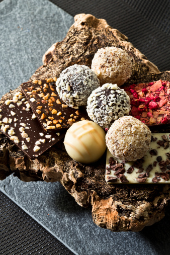 Praline「Variety of Praline chocolates, close up」:スマホ壁紙(18)