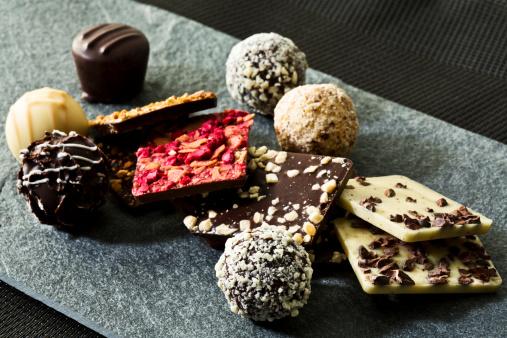 Praline「Variety of Praline chocolates, close up」:スマホ壁紙(2)