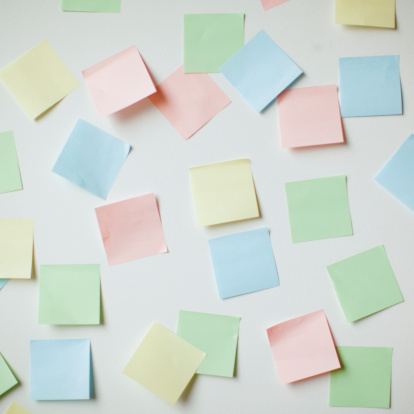 Brainstorming「Variety of blank adhesive notes on wall」:スマホ壁紙(12)