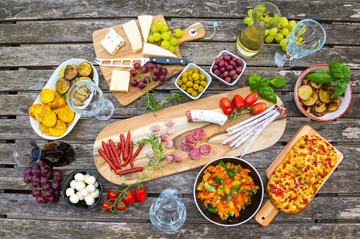イタリア文化「Variety of Mediterranean antipasti」:スマホ壁紙(13)