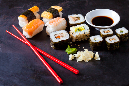 Soy Sauce「Variety of sushi with wasabi, ginger and bowl of soy sauce on dark ground」:スマホ壁紙(17)