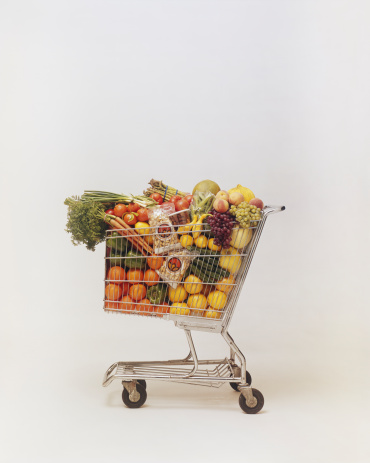 Full「Variety of fruits and vegetables in shopping trolley」:スマホ壁紙(15)