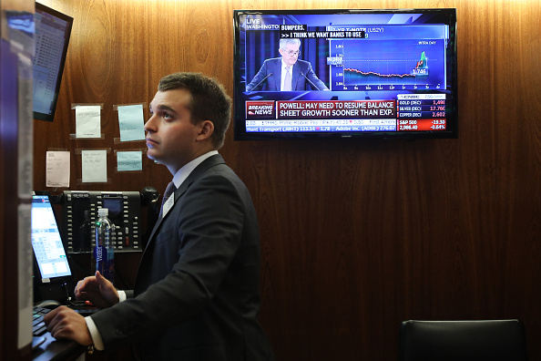 Central Bank「Stock Markets React To Federal Reserve Announcement On Interest Rates」:写真・画像(14)[壁紙.com]