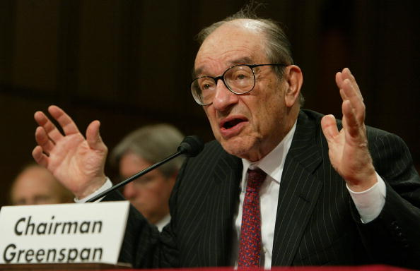 Capitol Hill「Greenspan Testifies Before Joint Economic Committee」:写真・画像(14)[壁紙.com]