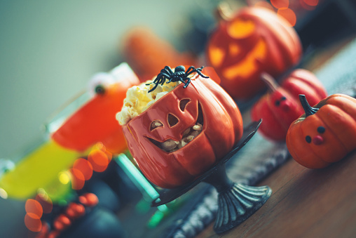 Halloween Party「Halloween time. Vibrant colored drinks with cauldron of popcorn」:スマホ壁紙(16)