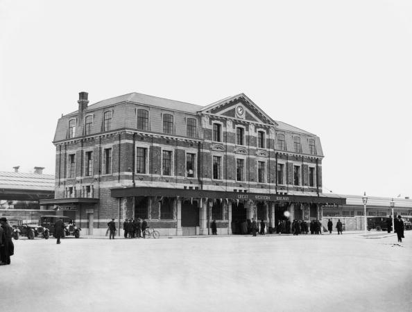 Medium Group Of People「Newton Abbot Station」:写真・画像(17)[壁紙.com]