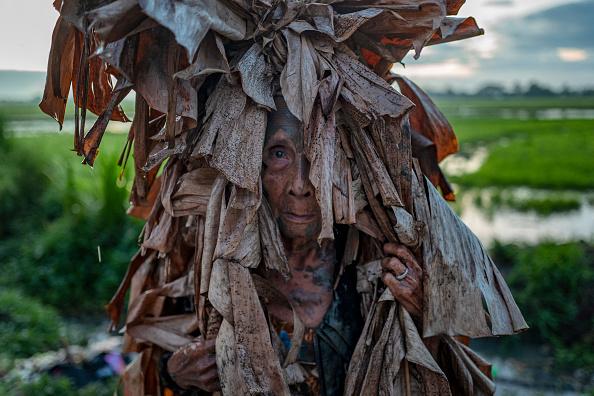 "Ezra Acayan「Filipino Devotees Gather For The ""Mud People"" Festival Amid The Coronavirus Pandemic」:写真・画像(13)[壁紙.com]"