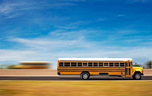 Bus「Two school buses on a highway」:スマホ壁紙(4)