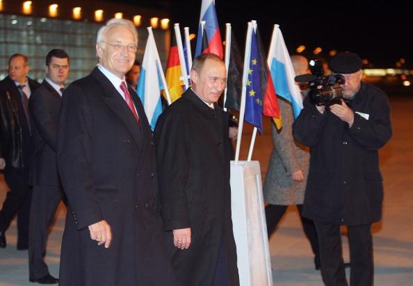 Passenger Boarding Bridge「Edmund Stoiber Meets With President Putin」:写真・画像(16)[壁紙.com]