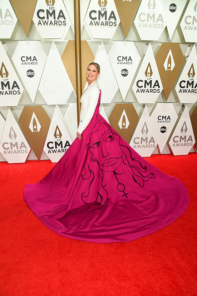 Hot Pink「The 53rd Annual CMA Awards - Arrivals」:写真・画像(18)[壁紙.com]