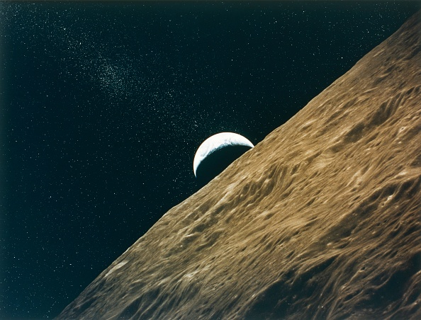 Textured「Earth Rising Above The Moon」:写真・画像(4)[壁紙.com]