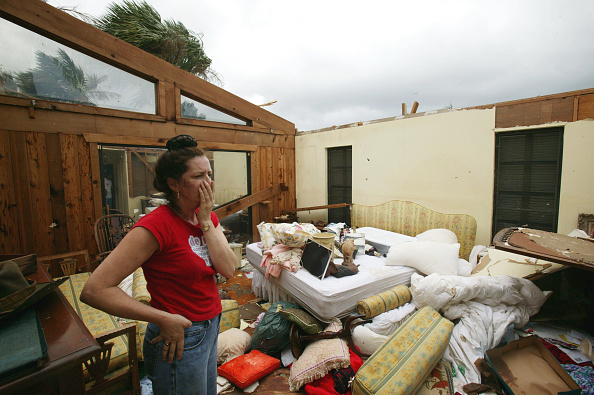 Bedroom「Hurricane Jeanne Strikes Florida Coast」:写真・画像(5)[壁紙.com]