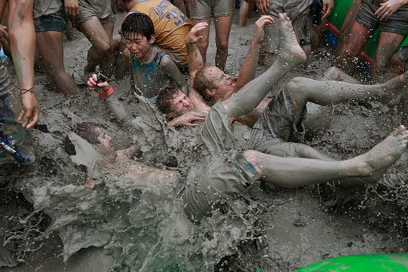 お祭り「13th Annual Mud Festival Takes Place In Boryeong」:写真・画像(16)[壁紙.com]