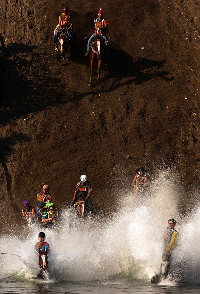 Sports Race「Cowboys And Tourists Gather For Omak Stampede」:写真・画像(1)[壁紙.com]