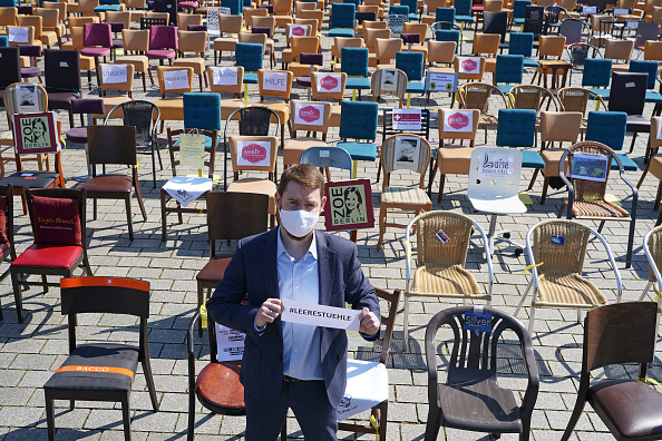 Bankruptcy「Restaurateurs Protest Lockdown During The Coronavirus Crisis」:写真・画像(13)[壁紙.com]