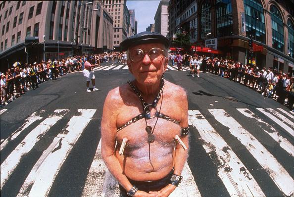 男性「1999 Gay Pride Parade in NYC」:写真・画像(12)[壁紙.com]