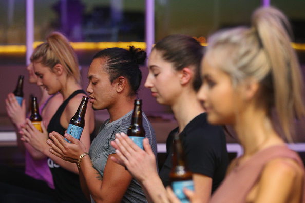 Yoga「Melburnians Take Part In Beer Yoga Class」:写真・画像(18)[壁紙.com]
