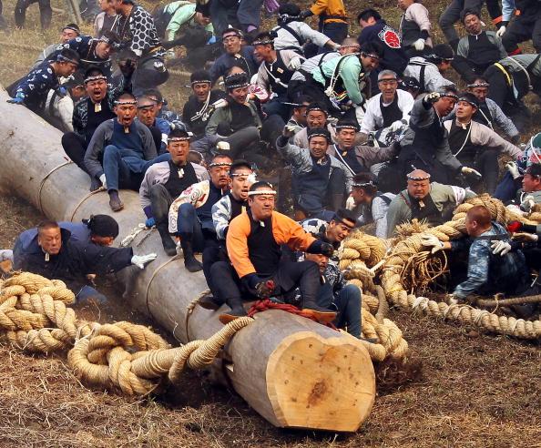 Log「Onbashira Festival Takes Place」:写真・画像(5)[壁紙.com]