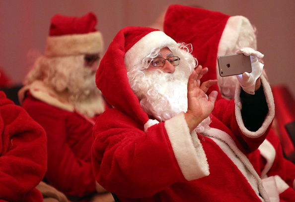 Photography Themes「Volunteer Student Santas Prepare For Christmas Season」:写真・画像(2)[壁紙.com]