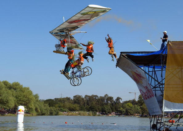 Red Bull「Red Bull Flying Day In Tel Aviv」:写真・画像(13)[壁紙.com]