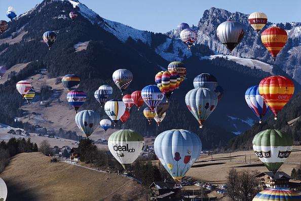 Vaud Canton「Chateau d'Oex Balloon Festival」:写真・画像(12)[壁紙.com]