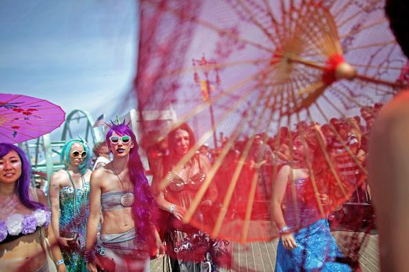 Coney Island - Brooklyn「Annual Mermaid Parade Held In Coney Island」:写真・画像(1)[壁紙.com]