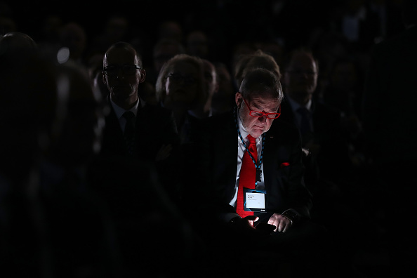 Portable Information Device「Merkel Speaks At Federation Of Industry Congress」:写真・画像(9)[壁紙.com]