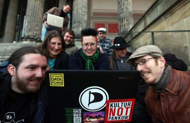 Activists Protest Internet Copyright Restrictions:ニュース(壁紙.com)