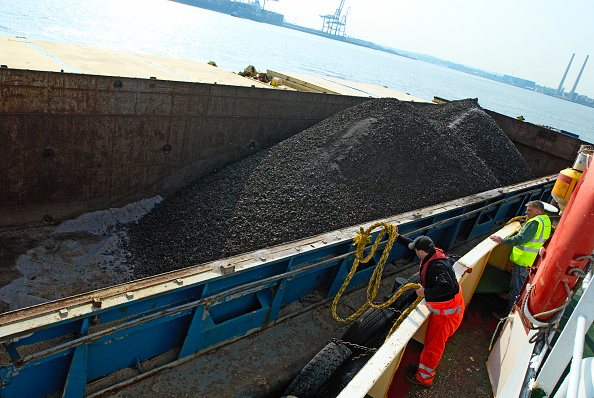 Finance and Economy「Quarry with barge loading facility, Kent, UK」:写真・画像(19)[壁紙.com]