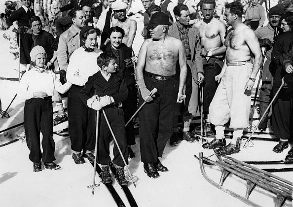 Sport「Benito Mussolini as a skier on the Monte Terminillo. Photograph. January 21th 1937. (Photo by Imagno/Getty Images) Benito Mussolini beim Skifahren am Monte Terminillo. Photographie. 21.1.1937.」:写真・画像(4)[壁紙.com]