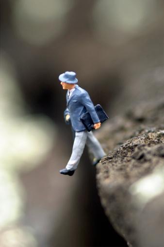 Figurine「Figuring walking off of cliff」:スマホ壁紙(1)